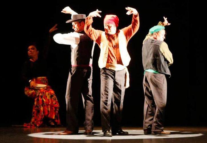 La obra de teatro 'Los Globalibanales' regresa a Mérida, en el marco del festival de Teatro Wilberto Cantón 2015. (Milenio Novedades)