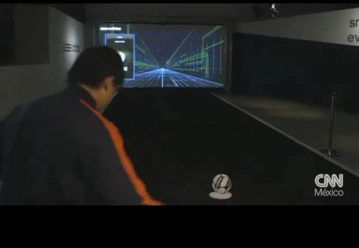 El esférico llamado Adidas Smart Ball cuenta con el apoyo de una pantalla. (Youtube)