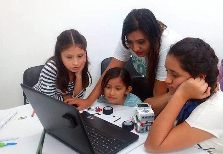 Durante el curso, las niñas crearán su propia página web, organizadores afirman que buscan promover las nuevas carreras tecnológicas en las mujeres. (Milenio Novedades)