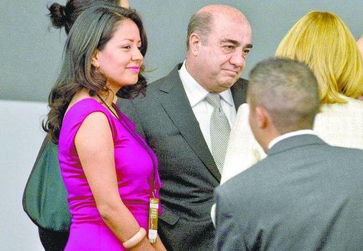 La subprocuradora Mariana Benítez y Jesús Murillo Karam. (Milenio)
