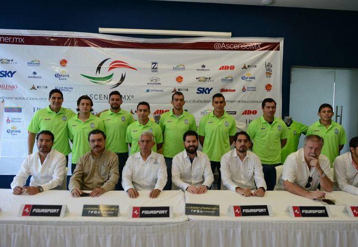 Directivos deL CF Mérida y jugadores del plantel se mostraron optimistas de ser protagonistas en la Liga y Copa del Clausura 2015. (Milenio Novedades)