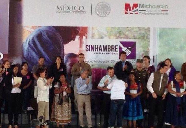 Peña Nieto encabezó un evento relacionado con la Cruzada Nacional contra el Hambre, en Michoacán. (excelsior.com)