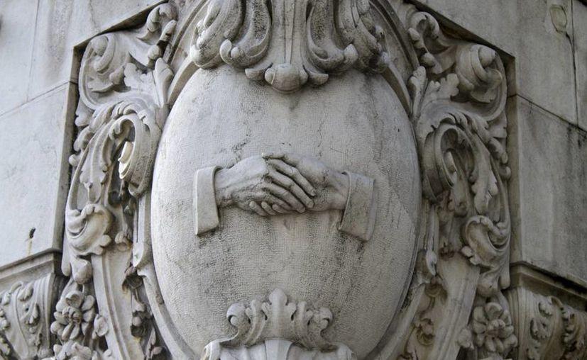 En la imagen, facilitada por Lisboa Auténtica, un símbolo masónico en un edificio de Baixa Pombalina, un distrito de la capital portuguesa. (EFE)