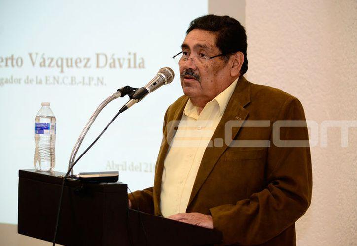 Filiberto Vázquez Dávila, creador de la tinta indeleble. (Daniel Sandoval/ Milenio Novedades)