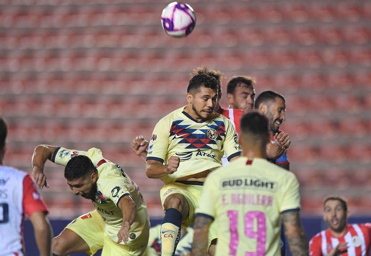 Henry superó, con el 40 por ciento de las preferencias al mediocampista chileno Diego Valdés (Santos Laguna - 27%), que fue segundo lugar (Fotos: mexsport)