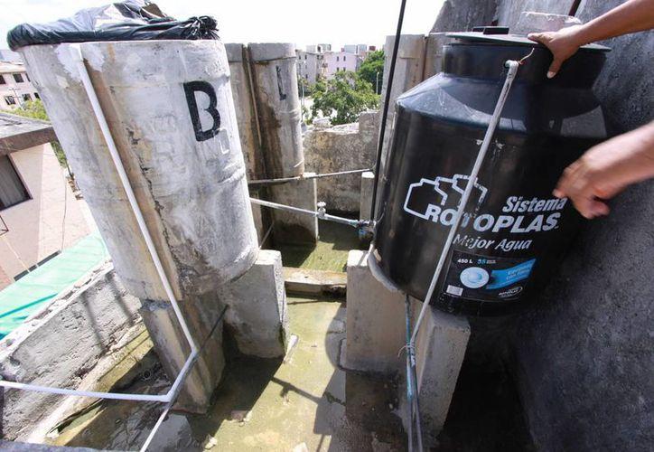 Es urgente arreglar el problema fugas de agua en la ciudad. (Luis Soto/SIPSE)