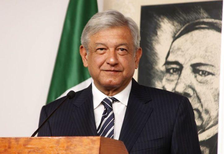 Andrés Manuel López Obrador, en entrevista con Azucena Uresti, dijo que la consulta se haría ya con reformas a la Constitución. (El Dictamen)