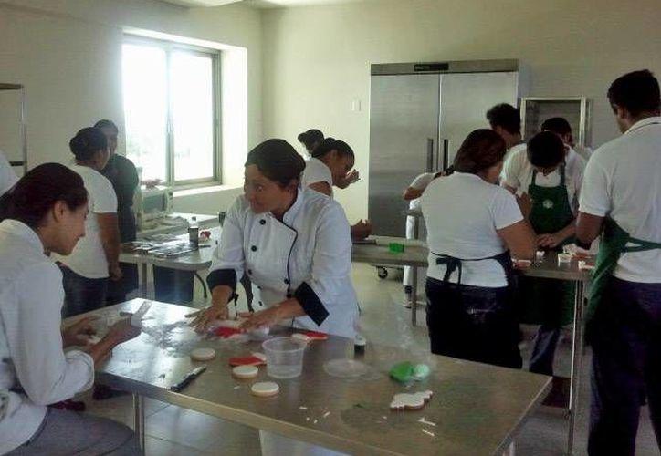 Los futuros profesionistas  estuvieron acompañados por instructores expertos. (Cortesía/Uqroo)