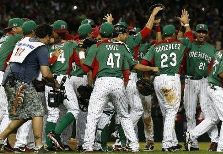 Apenas lograron su boleto al Clásico Mundial de Beisbol del 2017 y la Selección Mexicana de beisbol logró un histórico séptimo puesto en el ranking de la WBSC. (Archivo AP)