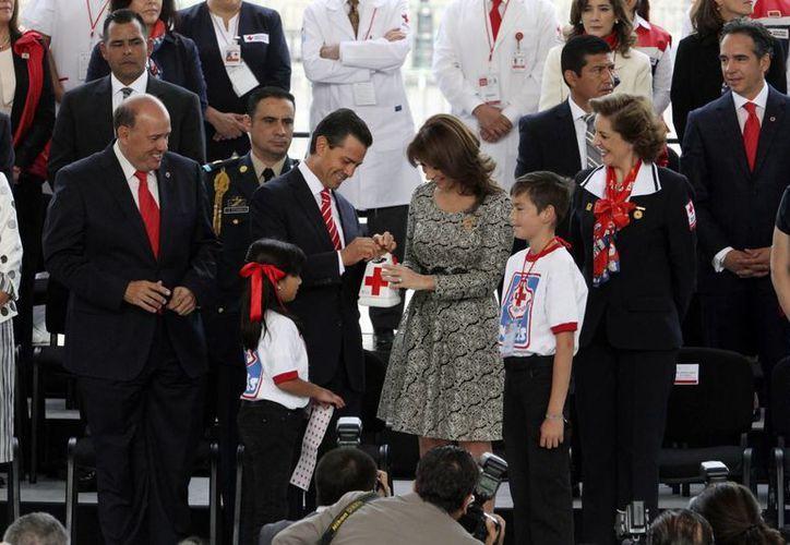 Peña Nieto subrayó que la Cruz Roja proporcionó más de 5 millones 700 mil servicios médicos el año pasado. (Notimex)