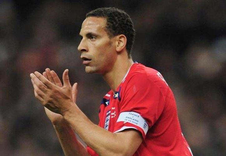 Rio Ferdinand debutó en 1997 en la Selección de Inglaterra. (record.com.mx)