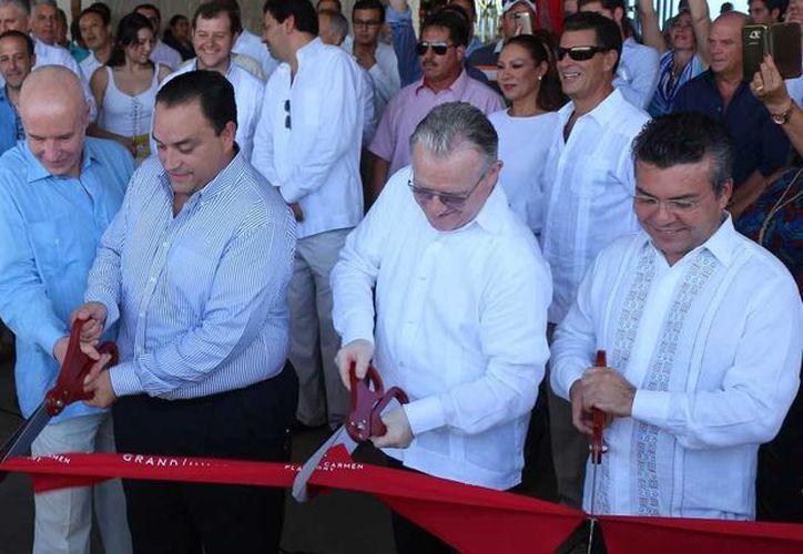 El hotel Hyatt fue inaugurado ayer, luego de tres meses de haber iniciado operaciones en Playa del Carmen. (Adrián Barreto/SIPSE)