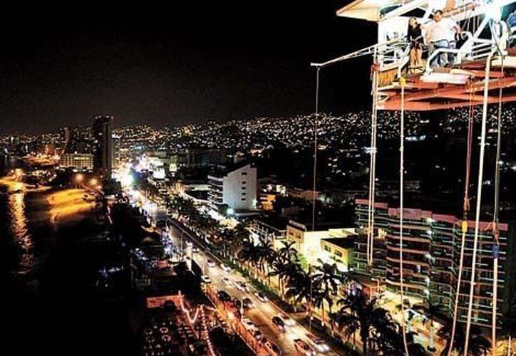 Para los condóminos desplazarse a un centro comercial les lleva hasta dos horas de camino. (Javier Trujillo/Milenio)