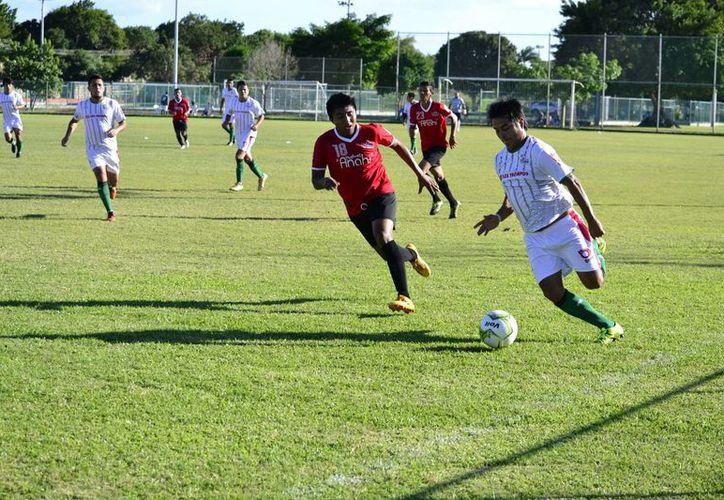 FC Itzaes aprovechó el descuido del club Vaqueros de Abalá y sentenció la goleada en los últimos 25 minutos del partido de la jornada ocho.(Milenio Novedades)