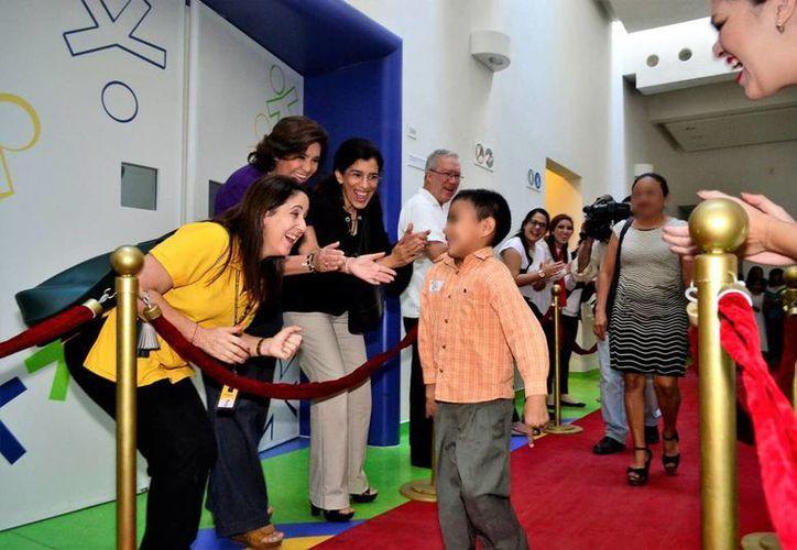 En el Centro de Rehabilitación Infantil  'Teletón, en Yucatán, concluyeron su proceso 150 niños y jóvenes, y lo festejaron en grande. (Daniel Sandoval/SIPSE)