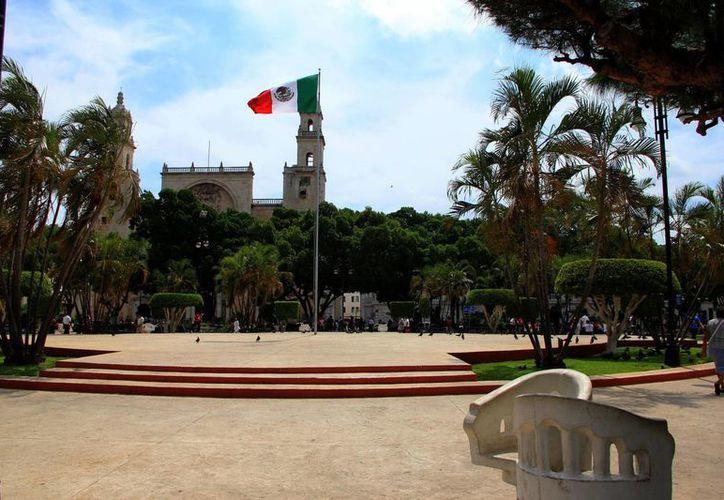 En la Plaza Grande de Mérida transmitirán el partido de México contra Camerún. (Milenio Novedades)