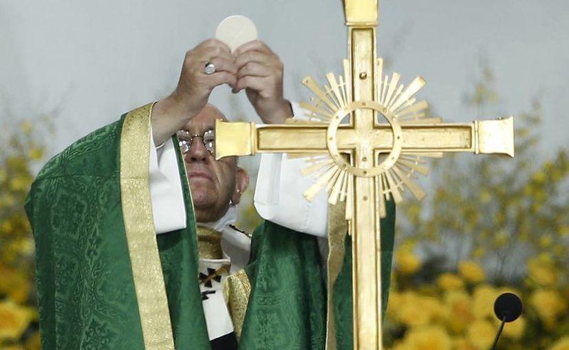 El Papa Francisco abandonó Filadelfia, para dirigirse a Roma, tras una última misa que celebró ante miles de personas. (AP)