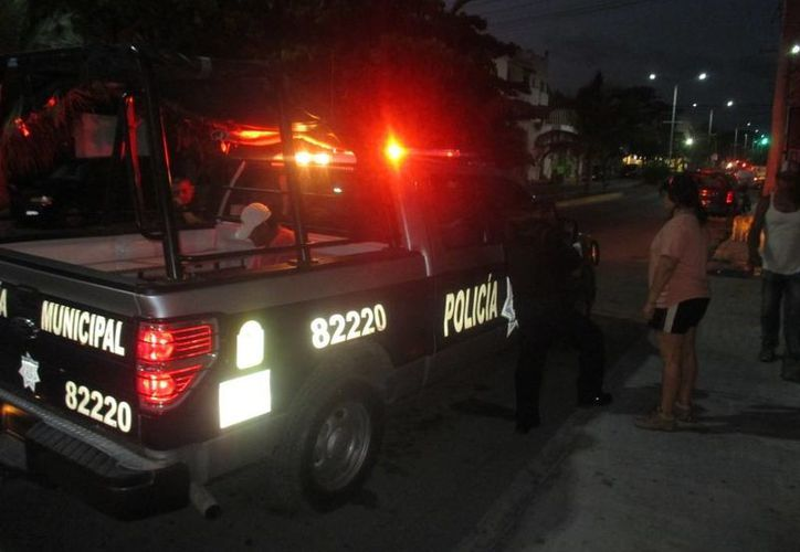 Cansada de ser maltratada, una mujer pidió a los policías que se lleven a su violento marido.  (Redacción/SIPSE)
