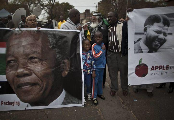 La manifestaciones de apoyo a Mandela han sido frecuentes en Sudáfrica. (Agencias)