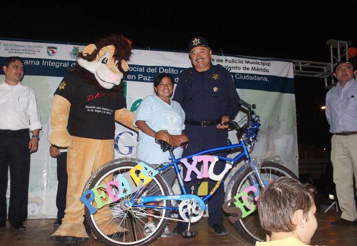 Se rifó una bicicleta como parte del programa 'Pedalea por tu Seguridad' en el fraccionamiento Vergel IV. (Milenio Novedades)