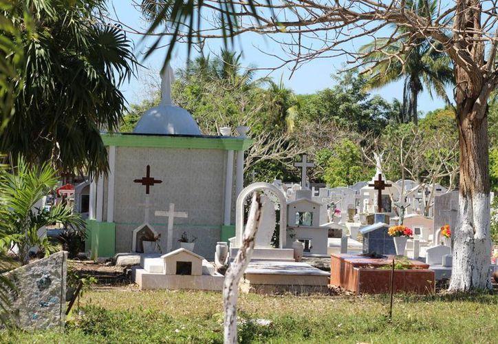 El detenido no indicó la razón por la que intentó profanar la tumba. (Foto: Redacción)