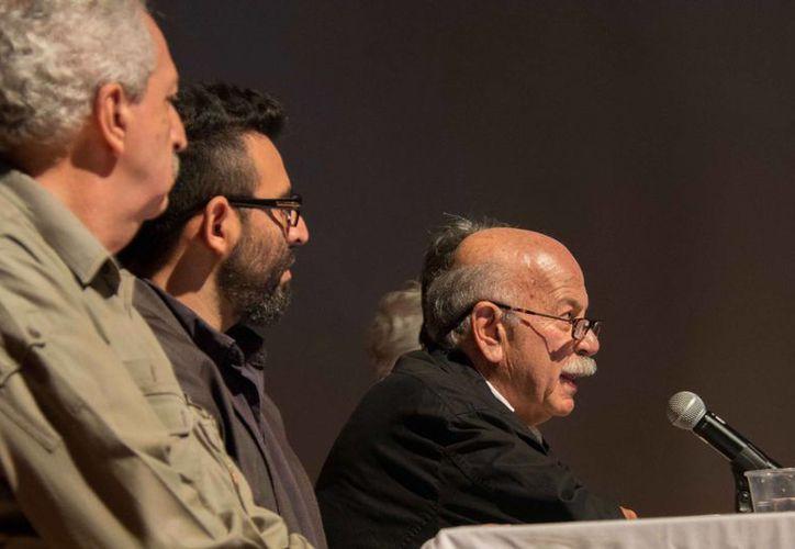 Presentación del libro 'Arquitectura, naturaleza y diseño, del arquitecto mexicano Mario Lazo Villarreal, en el marco del FICMaya 2014. (SIPSE)