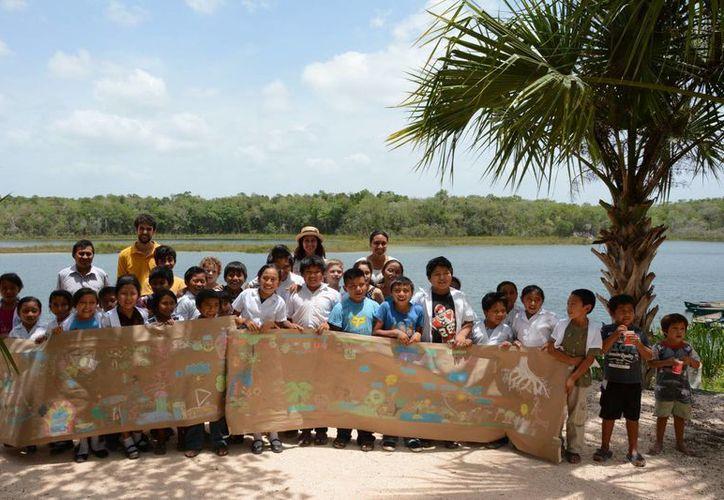 Fomentan el cuidado de la naturaleza entre los habitantes de Pac Chen. (Consuelo Javier/SIPSE)