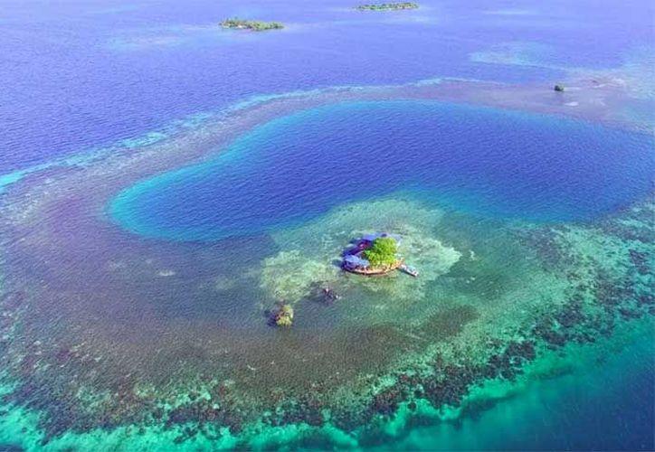 La pequeña isla está a tan sólo 20 minutos en bote de la costa de Placencia, Belice. (Contexto/Internet).