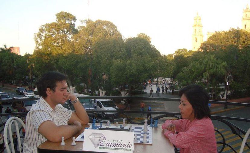 La artista Sara López tuvo en encuentro con vista a la Plaza Grande. (Milenio Novedades)