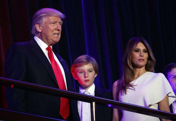 El nuevo presidente llegará a la Casa Blanca el 20 de enero, pero Melania Trump y su hijo de 10 años seguirán viviendo en NY. (AP/Evan Vucci)