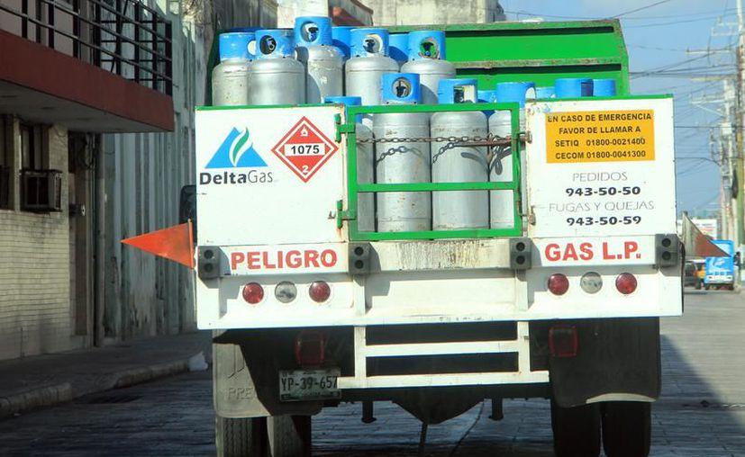 En algunos lugares el tanque de gas de 20 kilogramos se cotiza en $335. (SIPSE)