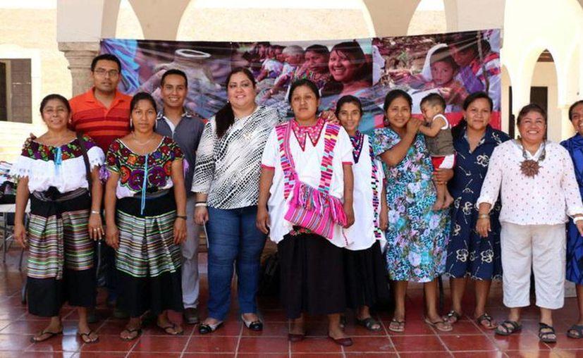 Mujeres de la selva lacandona participan en el Décimo Congreso Internacional de Mayistas 'Los Mayas: Discursos e Imágenes del Poder'. (Milenio Novedades)