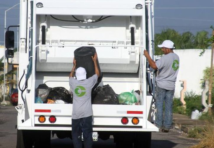 Corbase ya contaba con cinco vehículos pero ahora contará con diez para poder hacerse cargo de la recolección de basura abandonada por la empresa Pamplona. (SIPSE)