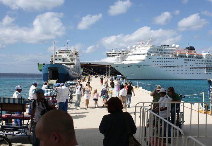 """Para la próxima semana se esperan un total de 80 mil 185 turistas, de los cuales el 44% llega a la Isla de las Golondrinas por el muelle """"Puerta Maya"""". (Gustavo Villegas/SIPSE)"""