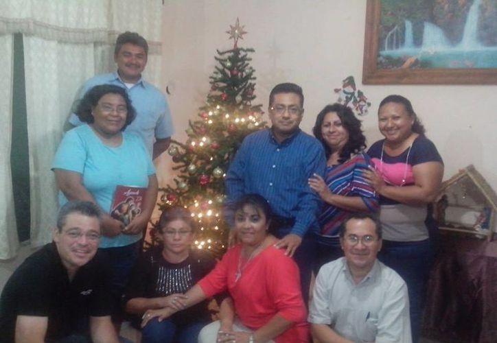 El Pbro. Francisco Mukul Domínguez invita a todos los creyentes a unirse en esta Navidad. (Milenio Novedades)