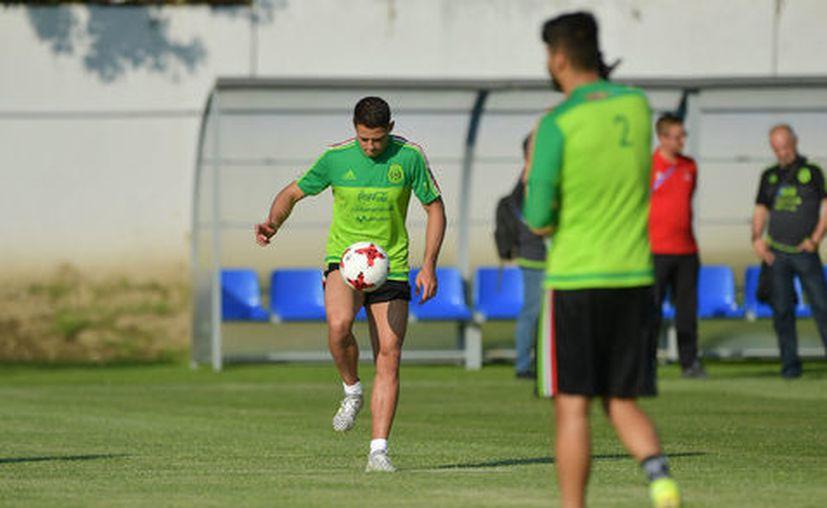 El goleador Javier Chicharito Hernández volvió a entrenar a la par de sus compañeros de la Selección Mexicana de fútbol. (MexSport).