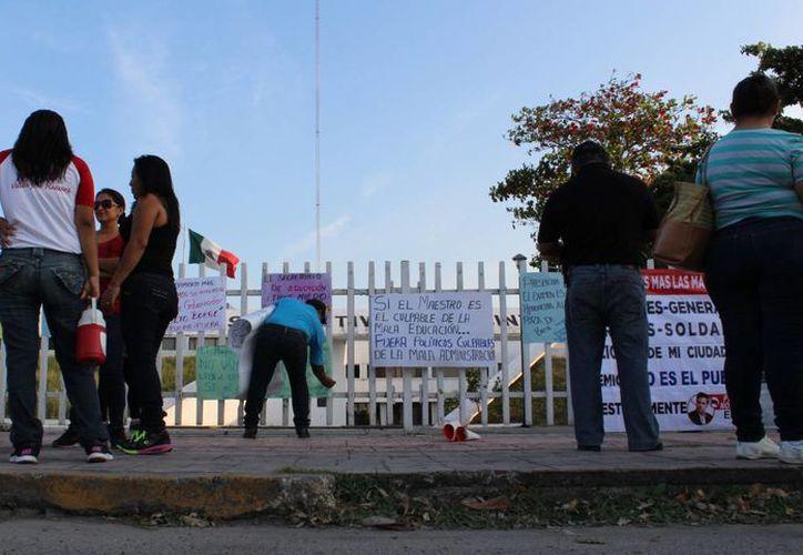 El Juzgado Sexto de Distrito en Quintana Roo negó el amparo a cinco de los 29 maestros despedidos por no presentar la prueba docente. (Ángel Castilla/SIPSE)