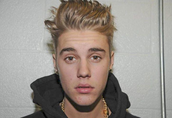 Justin Bieber enfrentó a un fotógrafo afuera de un estudio en Miami, Florida. (EFE)