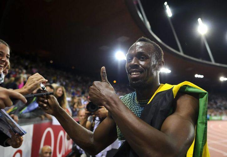 En la prueba de100 metros, el veloz jamaiquino Bolt se impuso con tiempo de 9.90 segundos. (Agencias)