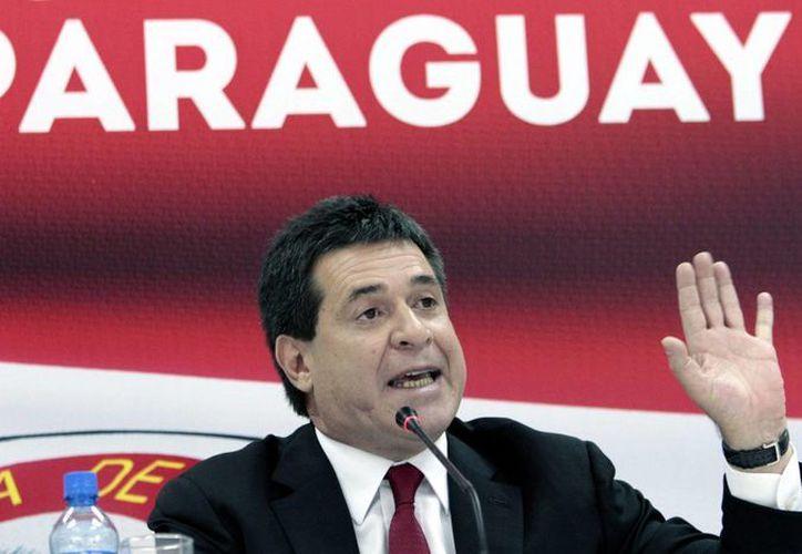 El presidente paraguayo electo, Horacio Cartes, ofrece una rueda de prensa el pasado lunes 22 de abril. (EFE)