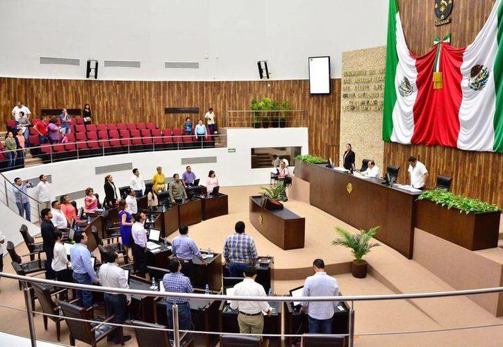 En sesión extraordinaria el Congreso de Yucatán aprobó el último paquete de iniciativas relacionadas con el programa Escudo Yucatán. (Milenio Novedades)