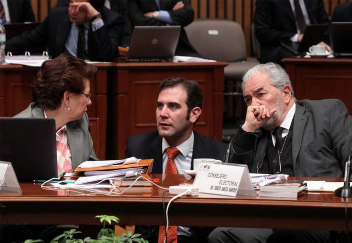 Sergio García Ramírez (d) renunció a ser consejero del IFE el 1 de febrero de este año. (Notimex/Archivo)