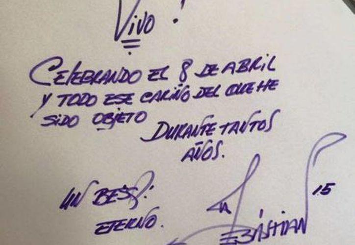Mensaje que el cantante Joan Sebastian publicó en Facebook por el día de su cumpleaños. En las redes sociales, circuló el rumor de su muerte.