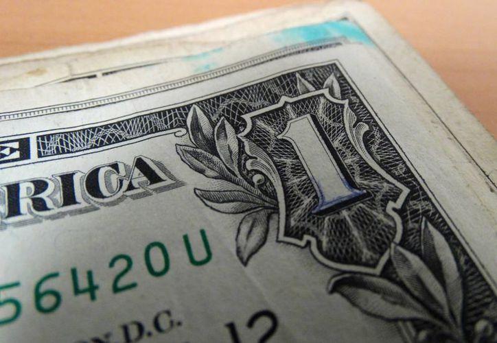 Santander lo ofrece en 18.21 pesos; Bancomer lo vende en 18.13 pesos; Banamex en 18.02; mientras que en Banorte se vende en 17.95 pesos por dólar. (Coquet/SIPSE.com)