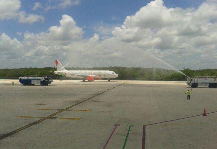La aerolínea cubre 20 vuelos desde Cancún hacia diferentes puntos del país. (Israel Leal/SIPSE)
