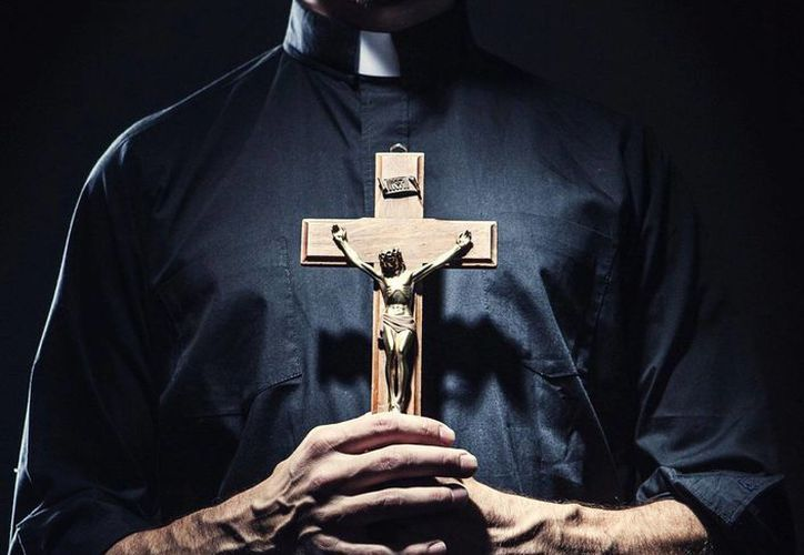 El cura católico Bill Edebohls, de la iglesia de Santa María de Melbourne, en Australia, se ha convertido en blanco de críticas al comparar a abusadores con adúlteras. (imagen de contexto/inernet)