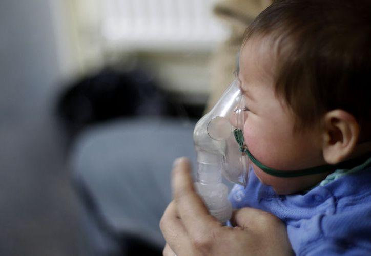 Especialistas pidieron a la población proteger a los niños menores de cinco años ante el fortalecimiento del virus en temporada de frío. (Contexto/Internet)