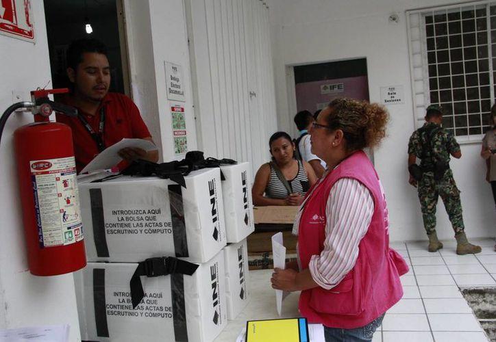 La entrega de los paquetes electorales se realizó bajo cita. (Tomás Álvarez/SIPSE)