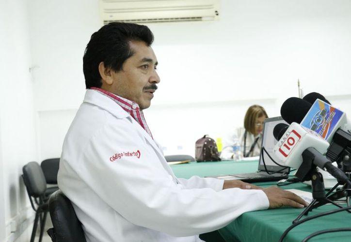 El doctor Eduardo Sánchez presentó la aplicación esta mañana. (José Acosta/SIPSE)