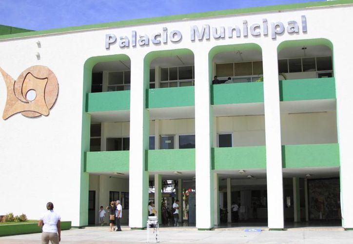 En la tercera semana de febrero, autoridades del Ayuntamiento Capitalino y ejecutivos del Banco Interacciones firmaron la reestructuración financiera por 320 millones de pesos. (Harold Alcocer/SIPSE)